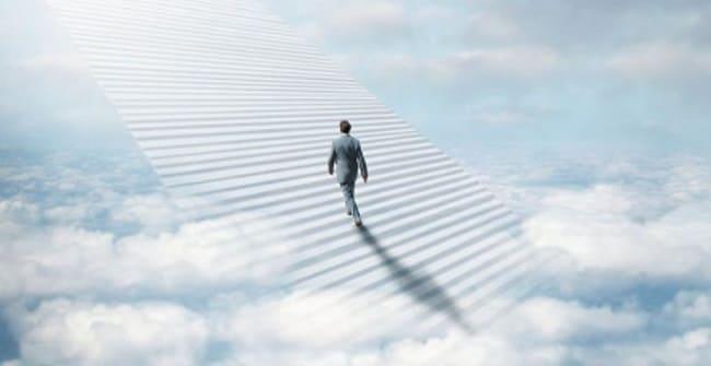лестница в небо с человеком